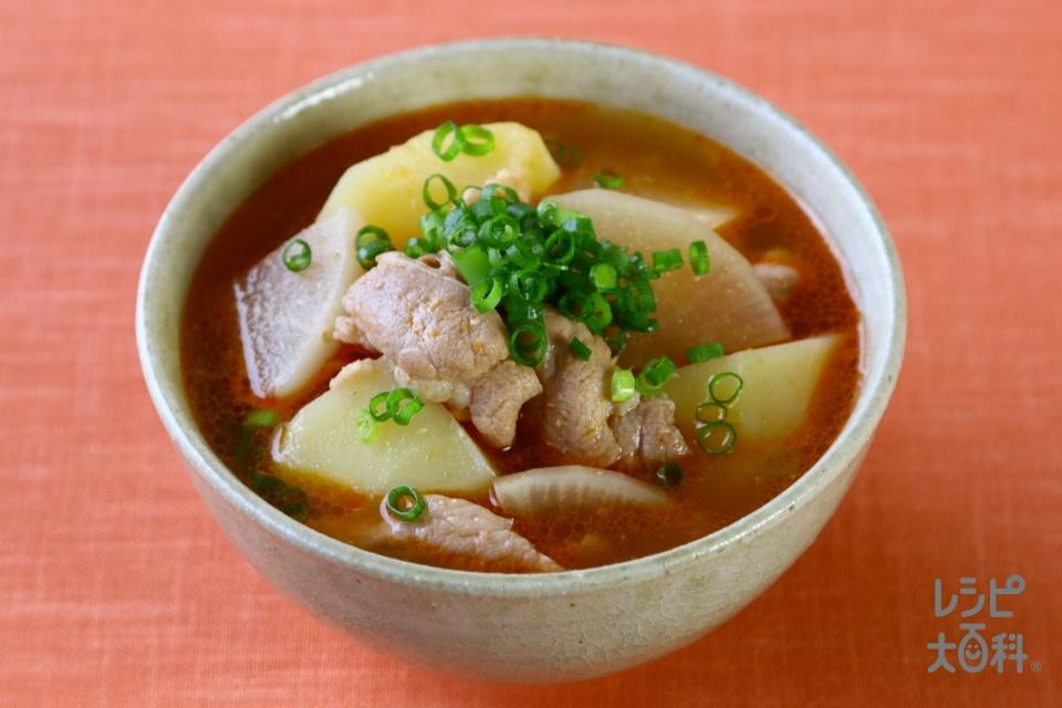 豚肉とじゃがいもの味噌キムチスープ(豚こま切れ肉+じゃがいもを使ったレシピ)