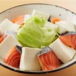 鮭と豆腐・キャベツのキムチレンジ蒸しの作り方_2_0