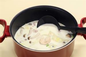 たっぷり野菜と鶏もも肉のミルクスープの作り方_2_1