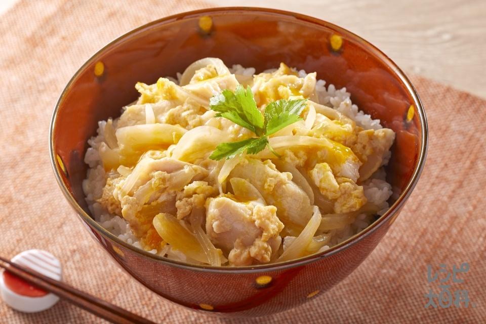 レンチンでサラダチキン親子丼(玉ねぎ+卵を使ったレシピ)