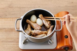 ゆで卵と鶏手羽元の甘辛煮の作り方_0_1