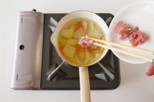 豚肉とじゃがいもの簡単おみそ汁の作り方_1_1