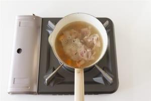 豚肉とじゃがいもの簡単おみそ汁の作り方_1_0