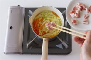 豚肉とせん切り野菜の簡単中華風スープの作り方_1_2