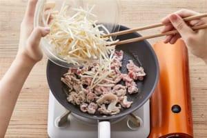豚肉ともやしのオイマヨ卵とじの作り方_2_1