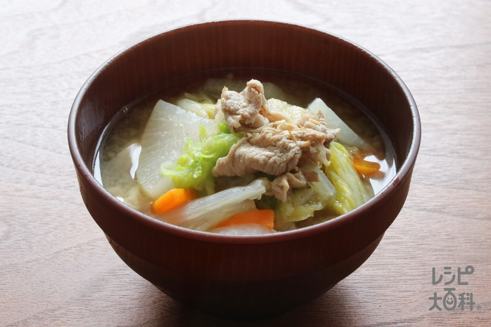 白菜と大根の具だくさんおかずみそ汁(豚肩ロース薄切り肉+白菜を使ったレシピ)