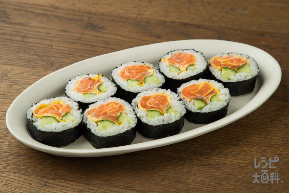 お花のサラダ風巻き寿司~サーモン~(米+サーモン(刺身)を使ったレシピ)