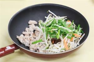 カット野菜で作る豚肉ともやしの香味炒めの作り方_1_0