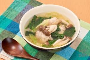 鶏肉と野菜の具だくさんおかずスープ