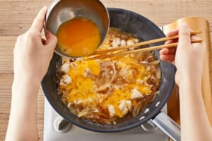 とろ~り卵に仕上げる!基本の親子丼の作り方_1_1
