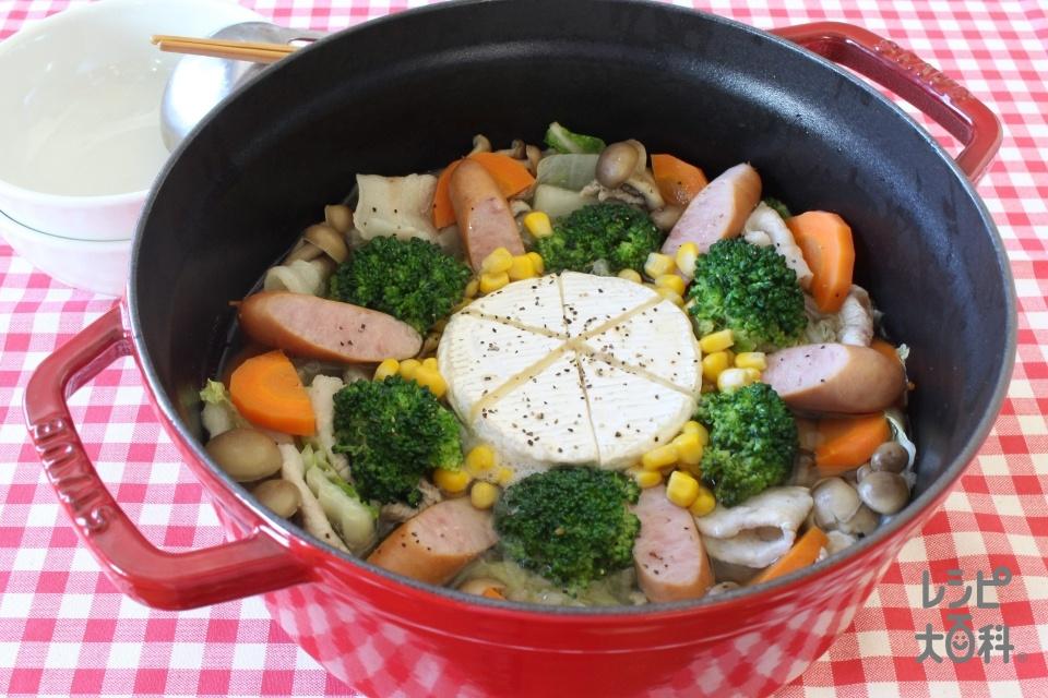 まるごとカマンベールの洋風鍋(カマンベールチーズ+豚バラ薄切り肉を使ったレシピ)
