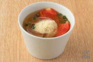玉ねぎとトマトのみそスープ