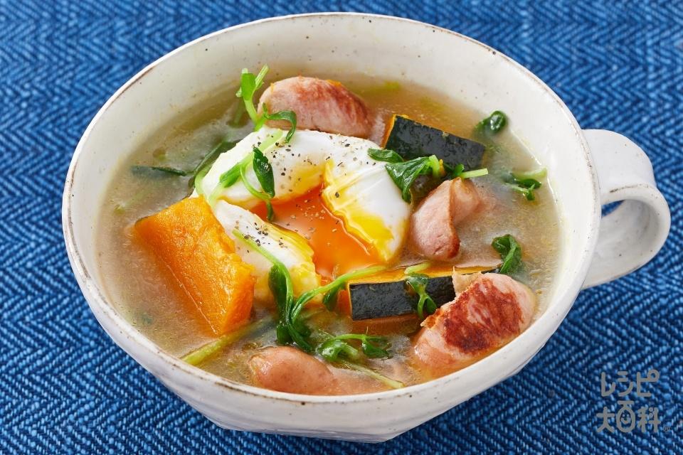 落とし卵とウインナーの彩り中華スープ(ウインナーソーセージ+かぼちゃを使ったレシピ)
