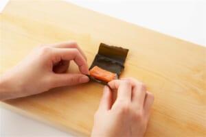 甘塩鮭のこんぶ巻きの作り方_3_1