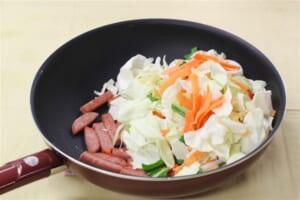 たっぷり野菜とポークランチョンミート炒めの作り方_1_1