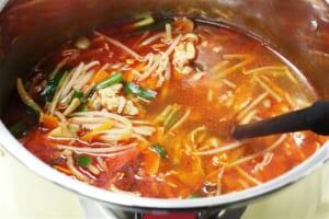 カット野菜でつくる豚キムチうどんの作り方_1_0