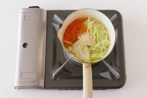 豚肉とせん切り野菜の簡単中華風スープの作り方_1_0
