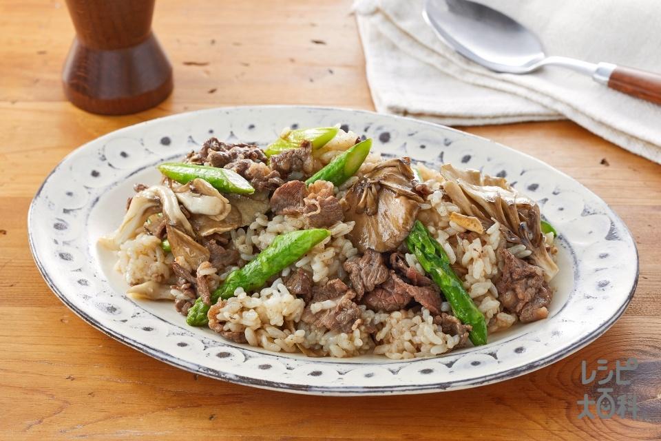 牛肉とアスパラのアンチョビガーリックライス(ご飯+牛ももこま切れ肉を使ったレシピ)