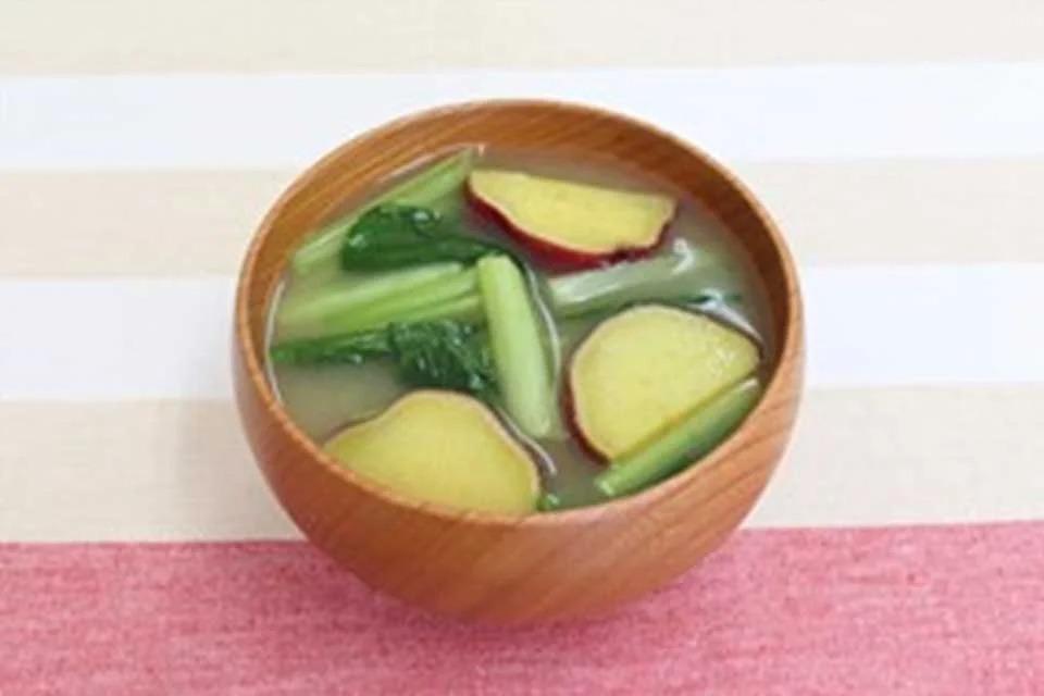 さつまいもと小松菜のみそ汁