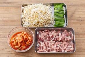 たっぷり野菜の豚キムチの作り方_0_1
