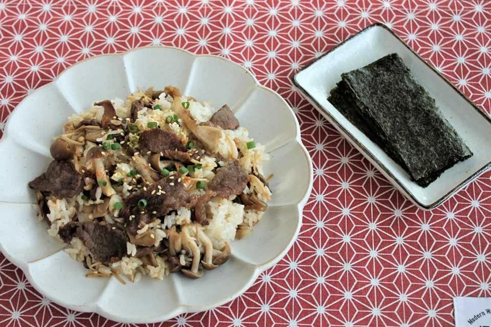 牛肉とモリモリきのこの混ぜご飯