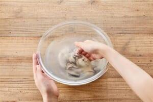 牡蠣で贅沢!めちゃうま白菜鶏がら鍋 の作り方_0_1