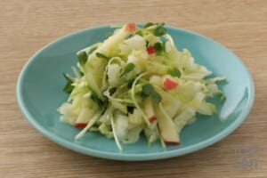 白菜とりんごのシャキシャキサラダ
