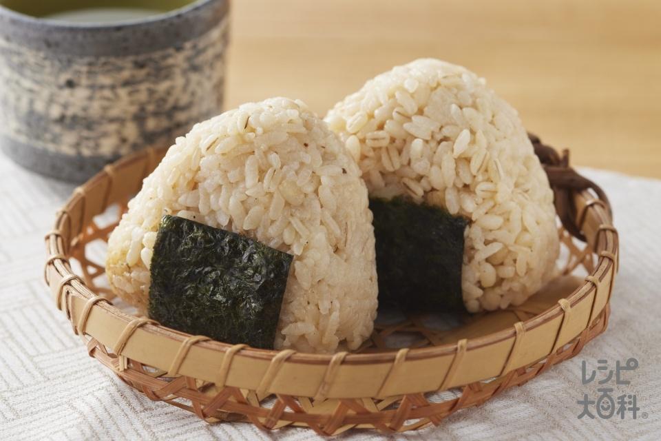 あごだし醤油のもち麦だし炊きおにぎり(無洗米+大麦を使ったレシピ)