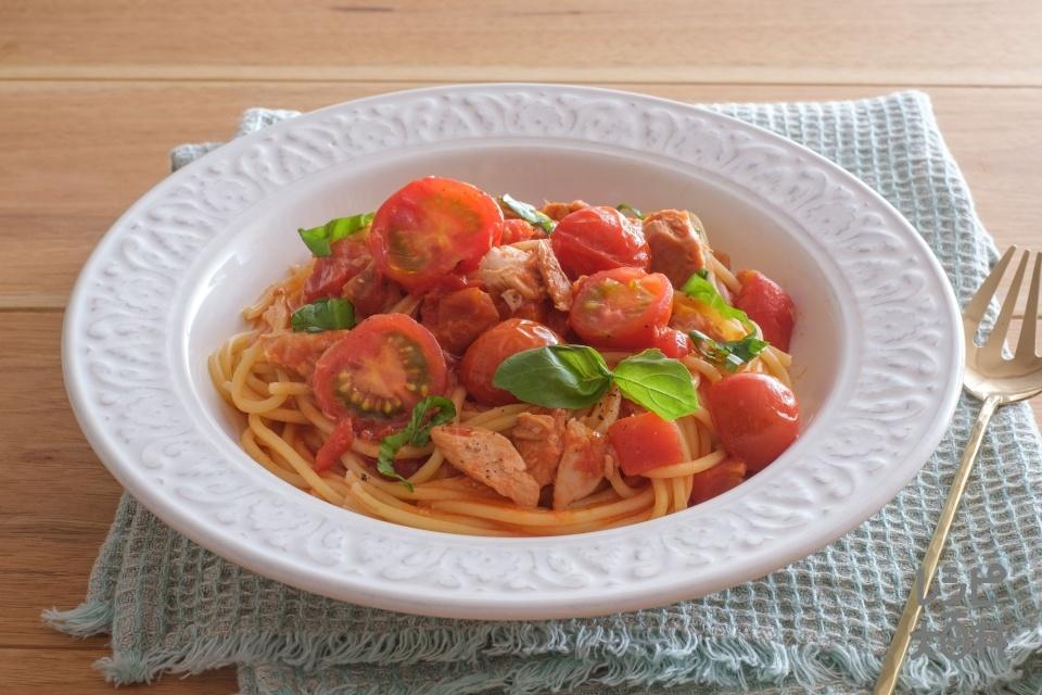 ツナとトマトのシンプルパスタ(スパゲッティ+ツナ水煮缶(小)を使ったレシピ)
