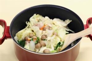 たっぷり野菜と鶏もも肉のミルクスープの作り方_1_0