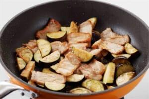 豚肉となすの炒めカレーの作り方_1_2
