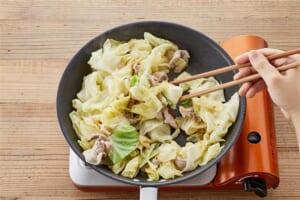 キャベツと豚肉のペペロンチーノの作り方_2_0