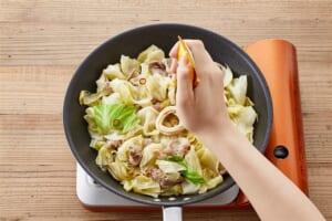 キャベツと豚肉のペペロンチーノの作り方_3_0