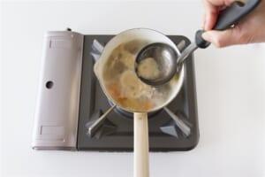 豚肉とじゃがいもの簡単おみそ汁の作り方_1_3