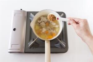 豚肉とじゃがいもの簡単おみそ汁の作り方_2_1