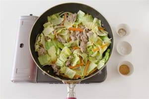 豚肉とキャベツの簡単コンソメ炒めの作り方_1_2