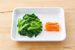 小松菜とにんじんのごま和えの作り方_0_1