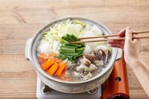 牡蠣で贅沢!めちゃうま白菜鶏がら鍋 の作り方_2_0